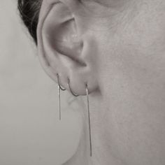 Handcrafted thin minimalistic chain earring with stud in one end. The earring is about 11 cm long in total and can be pulled through the earlobe, or