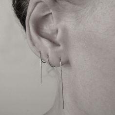 Boucle d'oreille unique de Ina, chaîne minimaliste