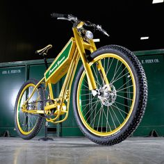 Retro Moto Style Peacock Groove E-Bike [VIDEO]