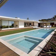McElroy #House Ehrlich #Architects in Laguna Beach, #USA. ———————————————— Tag a Friend ! #designandlive