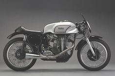 For almost forty years, the Manx Norton dominated motorcycle road racing Norton Bike, Norton Manx, Norton Motorcycle, Cafe Racer Motorcycle, Classic Motorcycle, Motorcycle Style, British Motorcycles, Racing Motorcycles, Vintage Motorcycles