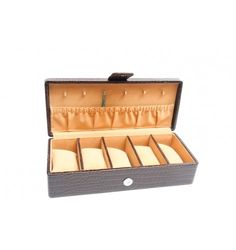 Shop Online for Leather Watch Box at Dharavi Market, Mumbai. Check wide range of fashionable Watch Boxes @Dharavimarket.com. Order Now & Get Home Delivery!