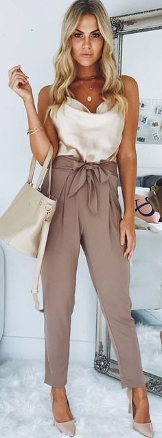 #spring #outfits white tops with beige pants. Pic by @showpo