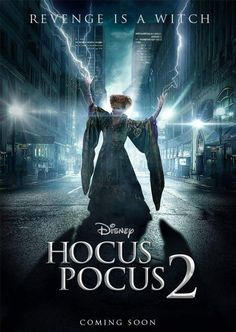 When the weather gets cooler and October rolls around, the time comes to watch Halloween movies, and one of our favorites is definitely Hocus Pocus. Teen Movies, Netflix Movies, Disney Movies, Movie Tv, Película Hocus Pocus, Hocus Pocus Movie, Hocus Pocus Book, Hocus Pocus Costume, Night Film