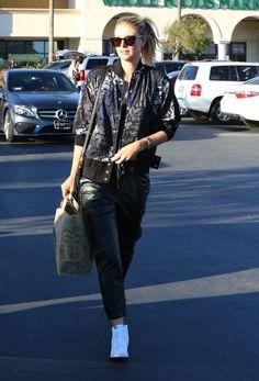 Maria Sharapova Photos - Maria Sharapova Goes Grocery Shopping at Whole Foods - Zimbio