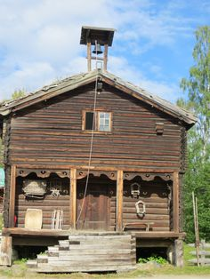 Maihaugen open-air folk museum is the largest one in Norway with 185 buildings, including Garmo stave church built around 1150. It is centrally located in Lillehammer.