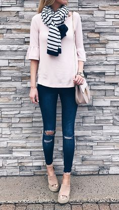spring outfit ideas: pink ruffle sleeve top with jeggings and wedge sandals