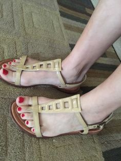 Theory Belen Slick Patent Tan Sandals retails for $245.00 EUC Size 40 US 10