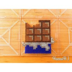Adorable chocolate bar perler beads - would/could change the rapper very easily!