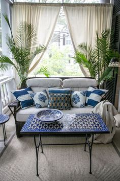 Patio Style– Expanding Your Residence Outdoors – Outdoor Patio Decor Blue Patio, Balkon Design, Charleston Homes, Porch Furniture, Outdoor Furniture, Furniture Ideas, Blue Furniture, Furniture Removal, Furniture Movers