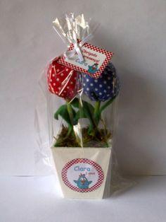 Vasinho em MDF pintado com 2 tulipas.
