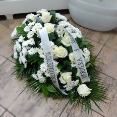 www.kvetinyhlucin.cz Foto_pohreb.html Funeral Flower Arrangements, Funeral Flowers, Christmas Candle Decorations, Wreaths, Candles, Crowns, Flower Arrangements, Flower Arrangements Simple, Stars