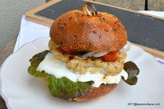 Salmon Burgers, Hamburger, Chicken, Ethnic Recipes, Food, Restaurants, Essen, Burgers, Meals