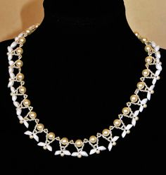 Free pattern for beaded necklace Dove      U need:  seed beads 11/0  delica seed beads  pearls 6-8 mm  pearls 3-4 mm  magata