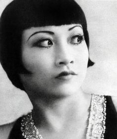 The bob hairstyles craze of 1924 takes Hollywood by storm. The 12 Classic bobs.To bob or not to bob. Which actresses bobbed their hair Golden Age Of Hollywood, Vintage Hollywood, Hollywood Stars, Hollywood Glamour, Hollywood Actresses, Classic Hollywood, Vintage Hairstyles, Bob Hairstyles, Wedding Hairstyles