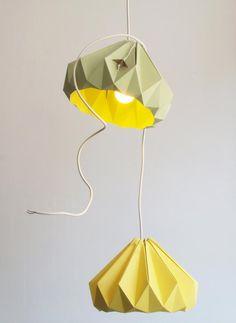 lampe origami en vert pastel et jaune clair pour épicer la déco intérieure