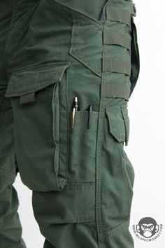 I love pockets on my pants. I do- but it only proves slightly difficult to conceal the tactical aspect in everyday wear Tactical Wear, Tactical Clothing, Tactical Survival Gear, Mens Tactical Pants, Moda Men, Survival Clothing, Tactical Accessories, Military Gear, Cool Gear