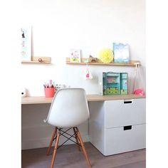 Desejando um local de trabalho assim em casa: alegre e clean! ☺️✌️ #ahlaemcasa #localdetrabalho #cantinhodasideias #clean #alegre #charleseames