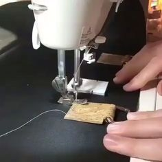 This wasn't my brilliant idea but I think everyone should know about it! When you're sewing over lots of different thicknesses, or in this… Sewing Tools, Sewing Hacks, Sewing Projects, Love Sewing, Hand Sewing, Fix A Zipper, Saree Kuchu Designs, Leather Tutorial, Sewing Techniques