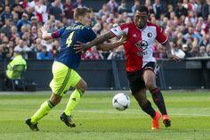Frank de Boer ziet nog geen reden om Niklas Moisander op de bank te zetten. De Fin heeft een aflopend contract en zou daardoor eigenlijk op de bank belanden.