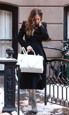 Sarah Jessica Parker Lovely, Prada Tote Bag, Jil Sander, Hermes Birkin, Style Icons, Dior, New York, Womens Fashion, How To Wear