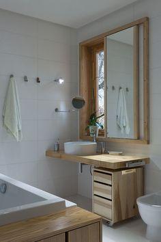idée pour une vasque devant une fenetre - lavabo - caisson à roulettes - salle de bain - bathroom - sink - cupboard on wheels