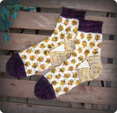 The Bumblebee Socks by Pinneguri. Pattern free at Ravelry