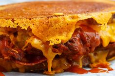 Crispy Fried Buffalo Chicken Grilled Cheese Sandwich Recipe : Crispoy fried buffalo chicken in a grilled cheese sandwich with bacon and plenty of melted cheddar cheese! Buffalo Chicken Grilled Cheese, Best Grilled Cheese, Grilled Cheese Recipes, Grilled Chicken, Grilled Cheeses, Grill Cheese Sandwich Recipes, Burger Recipes, Dude Food, Slice Of Bread