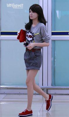Sooyoung ; Cool Airport Fashion # Kpop star fashion # korea fashion