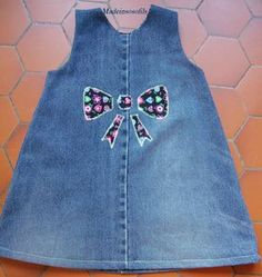 et on recycle les jean d'Aurel tome 3 - Made in Sosofils Frocks For Girls, Little Girl Outfits, Little Girl Dresses, Kids Outfits, Baby Outfits, Toddler Dress, Baby Dress, Artisanats Denim, Jean Overall Dress