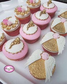 Golden cherubs and angel wings Cupcakes Deco Cupcake, Cupcake Cookies, Mini Cupcakes, Cupcake Toppers, Wedding Cupcakes, Velvet Cake, Torta Angel, Tolle Cupcakes, Baptism Cookies