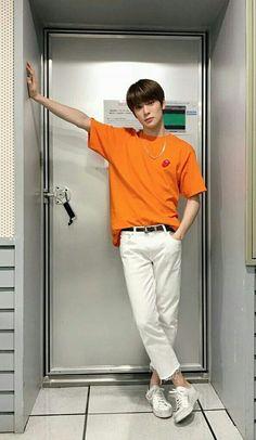 Berawal dari diriku yang order Go-jek sepulang kerja Jaehyun Nct, Korean Fashion Men, Kpop Fashion, Mens Fashion, Nct 127, Jung Yoon, Valentines For Boys, Jung Jaehyun, Mode Style