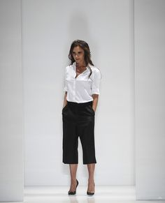 moments forts fashion week 46.  uber crops, white blouse, big heels