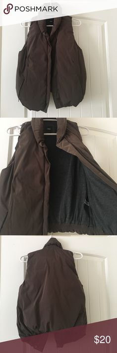 Gap puffer vest in dark olive Only worn once before moving to California! Gap puffer vest that looks great dresses up with jeans for layering or dresses down with leggings for running errands! GAP Jackets & Coats Vests
