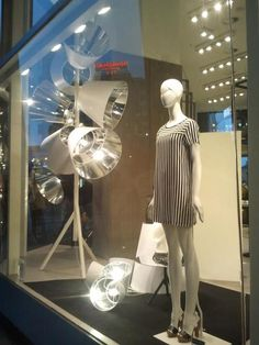 Sisley: Clair-Obscure _ Concept Design: Jean-Marc Gady & Fabrica http://www.atelierf.it/?p=825