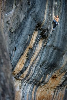 iamaclimber:Inspiration of the Day:  Nico Favresse working an 8c+ in Siuriana, Spain  Photo by Bernardo Giminez