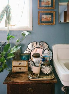 Bohemian Bathroom Decorating Ideas 07 - Vintage Bohemian Home Bohemian Bathroom, Eclectic Bathroom, Diy Bathroom Decor, Bathroom Styling, Bathroom Ideas, Modern Bathroom, Antique Bathroom Decor, Master Bathroom, Restroom Decoration