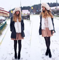 Cute skirt- Wintery outfit, perfect for ice skating, choosing xmas trees, festive Starbucks & xmas shopping
