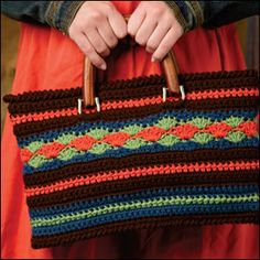 Layered Scallops Tote - crochet world magazine