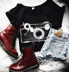 I feel like this should go well with a red sweater on top: ) Grunge Outfits, Punk Outfits, Grunge Fashion, Cool Outfits, Summer Outfits, Casual Outfits, Fashion Outfits, Womens Fashion, Mode Style