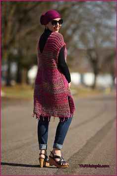 The All-Year-Round Poncho is one of the only fun fashion pieces you will need for any season! Simple, yet versatile, this great tunic style poncho can be worn in a number of ways. Paired with a var… Crochet Shawl, Knit Crochet, Crochet Sweaters, Freeform Crochet, Crochet Tops, Crochet Motif, Crochet Designs, Crochet Patterns, Gilet Kimono