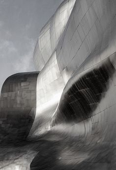 Always enjoy seeing a Frank Gehry design; The Guggenheim Museum Bilbao, is a museum of modern and contemporary art, designed by Canadian-American architect Frank Gehry. Frank Gehry, A As Architecture, Contemporary Architecture, Futuristic Architecture, Architecture Portfolio, Contemporary Art, Guggenheim Museum Bilbao, Pop Art Artists, Corporate Design