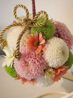 ボールブーケ - Yahoo!検索(画像) Flower Boquet, Flower Ball, Bridesmaid Flowers, Wedding Bouquets, Wedding Flowers, Japanese Wedding, Church Flowers, Japanese Flowers, How To Preserve Flowers