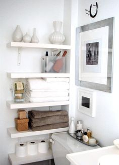 Awsome wall shelves for small bathroom storage design ideas. - SHW Home Decor Small bathroom storage is important for keeping your bathroom stay clean and tidy. If you have a small bathroom you are most likely in need of some bathroom Small Bathroom Organization, Home Organization, Bathroom Shelves, Wall Shelves, Storage Shelves, Corner Shelves, Downstairs Bathroom, Organized Bathroom, Towel Storage