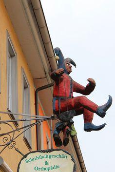 Town jestor sign
