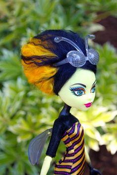 Queenie's Bee Hive | by RequiemArt.com