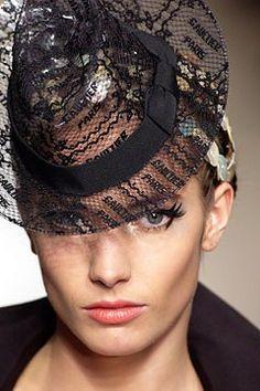 Jean Paul Gaultier Spring 2003 Couture Fashion Show - _Tout aller_