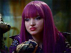 Mal gif from descendants 2 Descendants Wicked World, Disney Descendants Movie, Disney Channel Descendants, Descendants Cast, Disney Channel Stars, Descendants Videos, High School Musical, Mal And Evie, Cameron Boyce