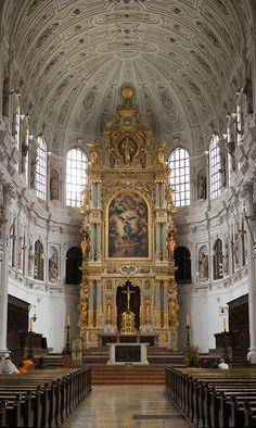 Alta Altar da igreja de São Miguel, Munique, Alemanha.  Um bom exemplo do…
