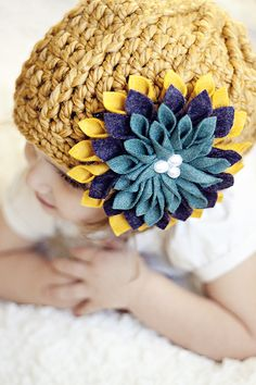 so this pattern isn at all for the crochet hat, but for the felt flower sewn onto it. i love the combo though! Cute Crafts, Creative Crafts, Felt Crafts, Crafts To Make, Fabric Crafts, Sewing Crafts, Felt Flowers, Diy Flowers, Fabric Flowers